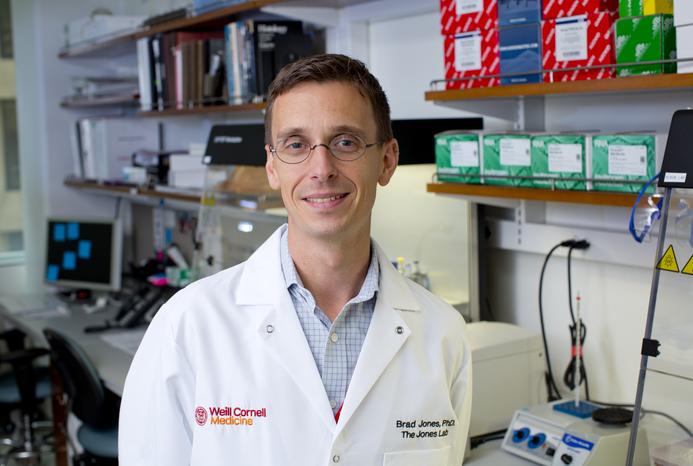 Dr. Brad Jones in laboratory